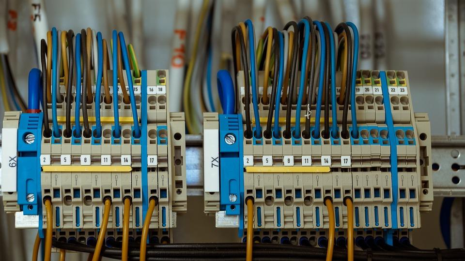 Jak se počítá cena revize elektroinstalace