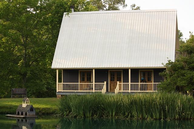 dům, vysoká střecha, domek na vodě