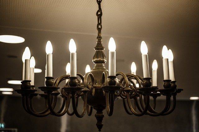 lustr se svíčkami